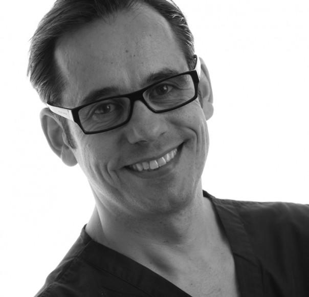 Dr José Zurdo - Specialist in Periodontics